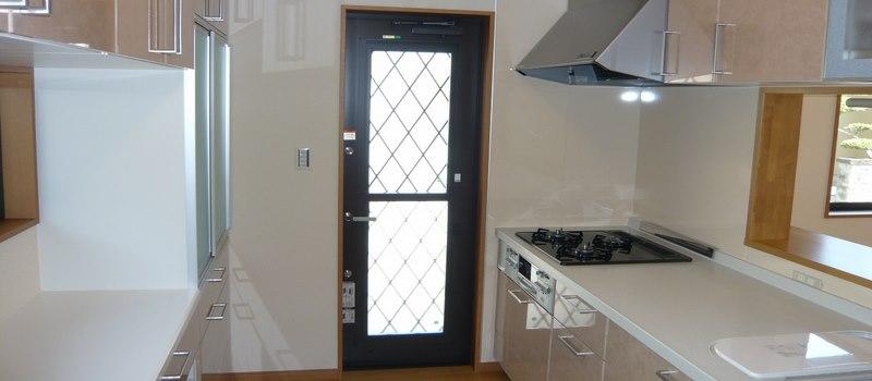Voici une katteguchi, entrée située à l'arrière de la maison et qui est reliée à la cuisine