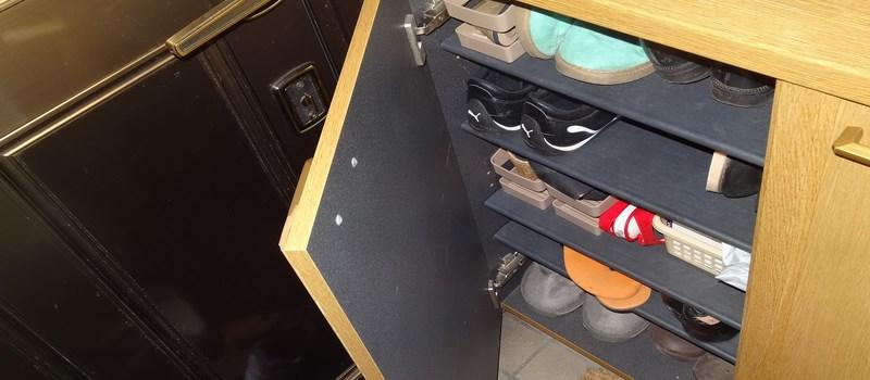 Voici un getabako classique, meuble où on peut mettre n'importe quel type de chaussures.