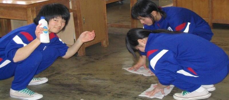 Et oui, on fait le ménage à l'école au Japon !