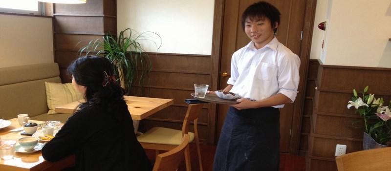kyujinin-serveur-au-japon