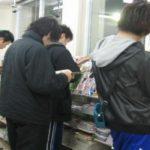 Tachiyomi (立ち読み) : la pratique de «lire debout», signe de crise ?